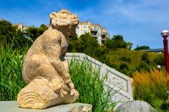 Το άγαλμα πιθήκων τεμπελιάζει τρία στοκ εικόνες