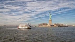 Το άγαλμα της ελευθερίας στην πόλη ΗΠΑ της Νέας Υόρκης στοκ φωτογραφίες με δικαίωμα ελεύθερης χρήσης