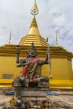 Το άγαλμα βασιλιάδων Daemon με τέσσερα αντιμετωπίζει και χέρι τέσσερα Στοκ εικόνα με δικαίωμα ελεύθερης χρήσης