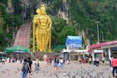Το άγαλμα Λόρδου Muruga στέκεται υπερήφανα στο ναό σπηλιών Batu στη Κουάλα Λουμπούρ, Μαλαισία Στοκ Φωτογραφίες