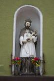 Το άγαλμα στον τοίχο Στοκ Εικόνες