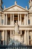 Το άγαλμα της βασίλισσας Anne έξω από τον καθεδρικό ναό του ST Paul Στοκ εικόνα με δικαίωμα ελεύθερης χρήσης