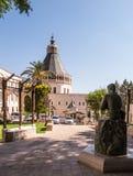 Το άγαλμα του ST Joseph, φύλακας του Ιησού, μεταξύ του sanctu στοκ φωτογραφίες με δικαίωμα ελεύθερης χρήσης