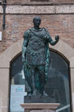 Το άγαλμα του tiberio στην πλατεία Tre Martiri στο rimini στην Αιμιλία-Ρωμανία Στοκ εικόνες με δικαίωμα ελεύθερης χρήσης