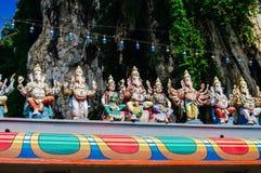 Το άγαλμα Ganesha και άλλων ινδών θεοτήτων στη στέγη του ναού μέσα σε Batu ανασκάπτει Σπηλιές Batu - ένα συγκρότημα των σπηλιών α Στοκ Εικόνες