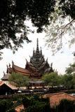 Το άδυτο της αλήθειας στην Ταϊλάνδη στο υπόβαθρο φύσης στοκ εικόνα