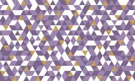 Το άνευ ραφής σχέδιο με ακτινοβολεί χρυσά τρίγωνα Στοκ Φωτογραφία