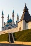 Το άσπρος-πέτρινα Κρεμλίνο και το μουσουλμανικό τέμενος Kul Σαρίφ Kazan Ρωσία Στοκ Εικόνες