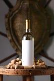 Το άσπρο κρασί με βουλώνει Στοκ εικόνα με δικαίωμα ελεύθερης χρήσης