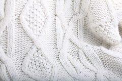 Το άσπρο μαλλί πλέκει το πουλόβερ Στοκ Εικόνες