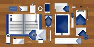 Το άσπρο πρότυπο ταυτότητας με το διανυσματικό ύφος επιχείρησης στοιχείων origami τριγώνων ταινιών κόλλας για την οδηγία και τις  ελεύθερη απεικόνιση δικαιώματος