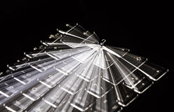 Το άσπρο φωτισμένο πληκτρολόγιο, ελαφριά ίχνη εισάγει γύρω το βασικό, μαύρο υπόβαθρο Στοκ Εικόνες