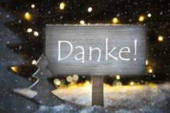 Το άσπρο χριστουγεννιάτικο δέντρο, μέσα Danke σας ευχαριστεί, Snowflakes Στοκ Εικόνες