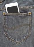 Το άσπρο smartphone κινηματογραφήσεων σε πρώτο πλάνο στο τζιν παντελόνι υποστηρίζει την τσέπη Στοκ Εικόνες