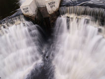 Το άτομο έκανε το νερό να πέσει Στοκ φωτογραφία με δικαίωμα ελεύθερης χρήσης