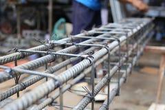 Το άτομο εργάζεται στις αναβολεείς ακτίνων Στοκ Φωτογραφία