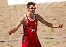 Το άτομο Καναδάς πετοσφαίρισης παραλιών γιορτάζει Στοκ Φωτογραφίες
