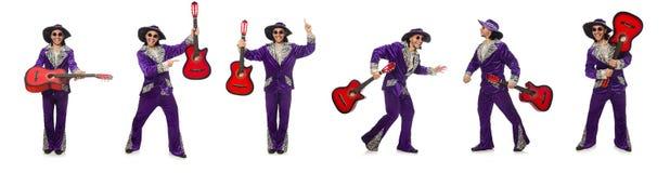 Το άτομο κιθάρα εκμετάλλευσης ιματισμού που απομονώνεται στην αστεία στο λευκό Στοκ Εικόνες