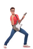 Το άτομο κιθάρων στον κλασικό βράχο θέτει στοκ εικόνες