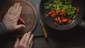 Το άτομο μαγειρεύει το fajita Μεξικάνικο βίντεο τροφίμων απόθεμα βίντεο