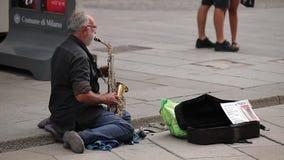 Το άτομο με το saxophone απόθεμα βίντεο