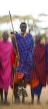 Το άτομο μιας φυλής Masai παρουσιάζει τελετουργικά άλματα Στοκ εικόνες με δικαίωμα ελεύθερης χρήσης