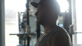 Το άτομο παίρνει μεγάλο στη γυμναστική απόθεμα βίντεο