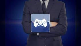 Το άτομο πιέζει τον εικονικό ελεγκτή παιχνιδιών πληκτρολογίων εικονικό τεχνολογίες διανυσματική απεικόνιση