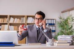 Το άτομο που κάνει την πρόταση πέρα από το τηλέφωνο Στοκ φωτογραφία με δικαίωμα ελεύθερης χρήσης