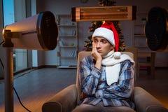 Το άτομο που πάσχει από το κρύο στο σπίτι Στοκ Εικόνες