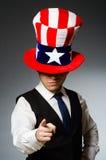 Το άτομο που φορά το καπέλο με τα αμερικανικά σύμβολα Στοκ φωτογραφία με δικαίωμα ελεύθερης χρήσης