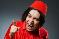 Το άτομο που φορά το κόκκινο καπέλο του Fez Στοκ φωτογραφία με δικαίωμα ελεύθερης χρήσης
