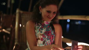 Το άτομο προτείνει το γάμο στο κορίτσι απόθεμα βίντεο