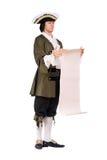 Το άτομο σε ένα ιστορικό κοστούμι διάβασε το διάταγμα στοκ φωτογραφία με δικαίωμα ελεύθερης χρήσης