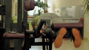 Το άτομο στη γυμναστική E r απόθεμα βίντεο