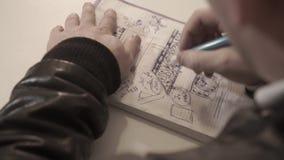 Το άτομο σύρει σε ένα σημειωματάριο, που παίρνει τις σημειώσεις, το πρόσωπο γράφει σε ένα ημερολόγιο, σημειωματάριο χάστε επάνω τ φιλμ μικρού μήκους