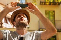 Το άτομο τουριστών παίρνει τη φωτογραφία στο κινητό τηλέφωνο - ταξίδι καλοκαιρινών διακοπών Στοκ Φωτογραφία