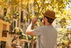 Το άτομο τουριστών παίρνει τη φωτογραφία στο κινητό τηλέφωνο - ταξίδι καλοκαιρινών διακοπών Στοκ Φωτογραφίες