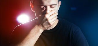 Το άτομο, τύπος, hipster, κλείνει το στόμα του, δεν μιλά κανένα κακό Στοκ φωτογραφία με δικαίωμα ελεύθερης χρήσης