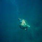Το άτομο υποβρύχιο με κολυμπά με αναπνευτήρα Στοκ Εικόνα