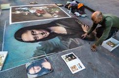 Το άτομο χρωματίζει τη Mona Lisa στην κιμωλία στην οδό στη Φλωρεντία στοκ φωτογραφίες με δικαίωμα ελεύθερης χρήσης