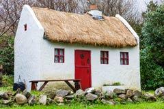 Το άχυρο το εξοχικό σπίτι Στοκ Εικόνα