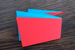 Το έγγραφο έκοψε το γεωμετρικό έμβλημα πώλησης, ειδική προσφορά, έκπτωση Καθιερώνον τη μόδα πρότυπο ετικεττών ετικετών Origami Δι Στοκ Εικόνα