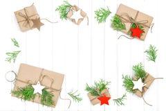 Το έγγραφο διακοσμήσεων Χριστουγέννων δώρων κολλά το υπόβαθρο διακοπών Στοκ φωτογραφίες με δικαίωμα ελεύθερης χρήσης