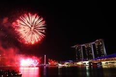 Το λέιζερ παρουσιάζει της άμμου και του κήπου κόλπων μαρινών της Σιγκαπούρης από τον κόλπο στοκ φωτογραφία με δικαίωμα ελεύθερης χρήσης