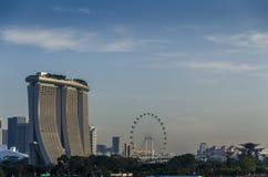 Το λέιζερ παρουσιάζει της άμμου και του κήπου κόλπων μαρινών της Σιγκαπούρης από τον κόλπο Στοκ Εικόνα