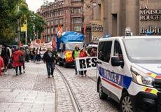 Το έμβλημα αντίστασης στα γαλλικά διαμαρτύρεται τον πολιτικό Μάρτιο κατά τη διάρκεια ενός Fre Στοκ Εικόνες