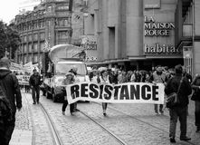 Το έμβλημα αντίστασης στα γαλλικά διαμαρτύρεται τον πολιτικό Μάρτιο κατά τη διάρκεια ενός Fre Στοκ Φωτογραφία