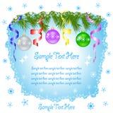 Το έμβλημα Χριστουγέννων με το έλατο διακλαδίζεται, σφαίρες Χριστουγέννων, snowflakes και διάστημα για το κείμενο ελεύθερη απεικόνιση δικαιώματος