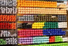 το έμβλημα χρωματίζει τα πλέγματα απεικόνισης καμπυλών κανένα διανυσματικό λευκό ουράνιων τόξων Στοκ εικόνα με δικαίωμα ελεύθερης χρήσης
